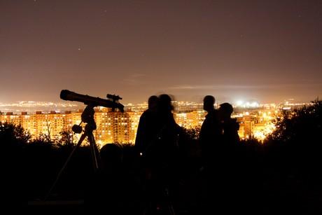 Lidé ve městech úchvatný pohled do hlubin vesmíru neznají