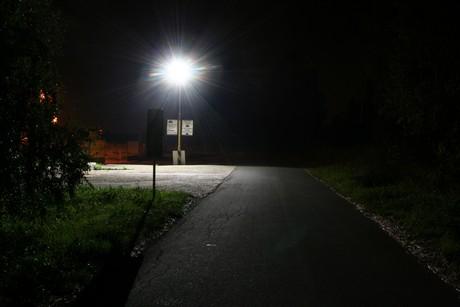 Nerovnoměrné osvětlení vytvářející náhlé přechody mezi světlými a tmavými místy představuje velkou zátěž pro náš zrak