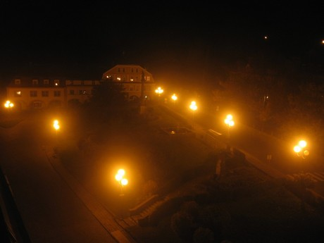 Oblíbená svítidla tvaru koule se vyznačují mimořádně špatným využitím světla